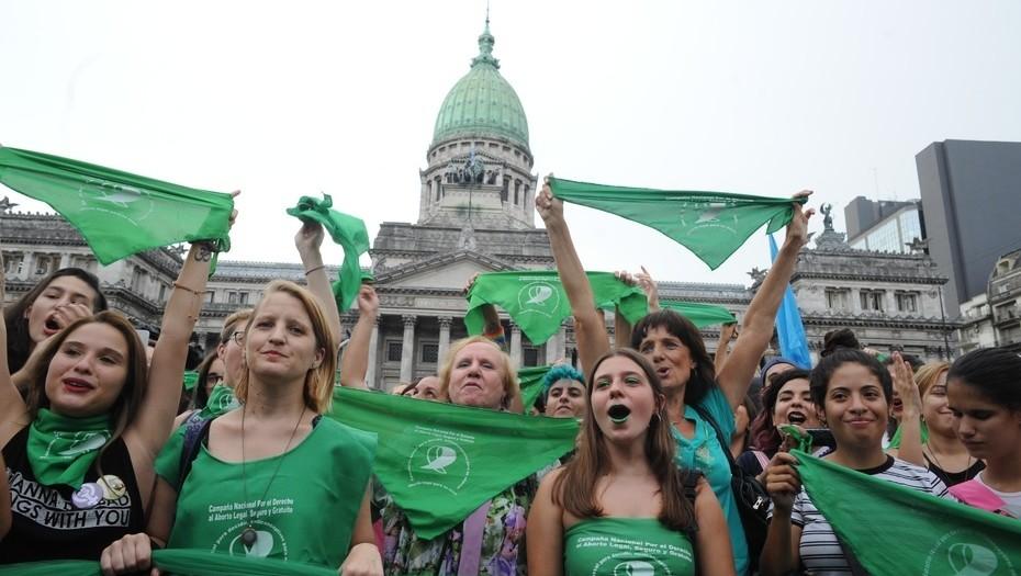 Video. Pro abortos fueron destrozadas por villeras