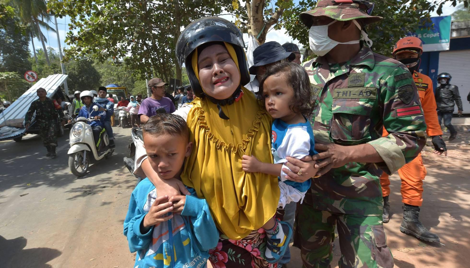 un-nuevo-terremoto-sacudio-a-lombok-ya-son-al-menos-319-los-fallecidos