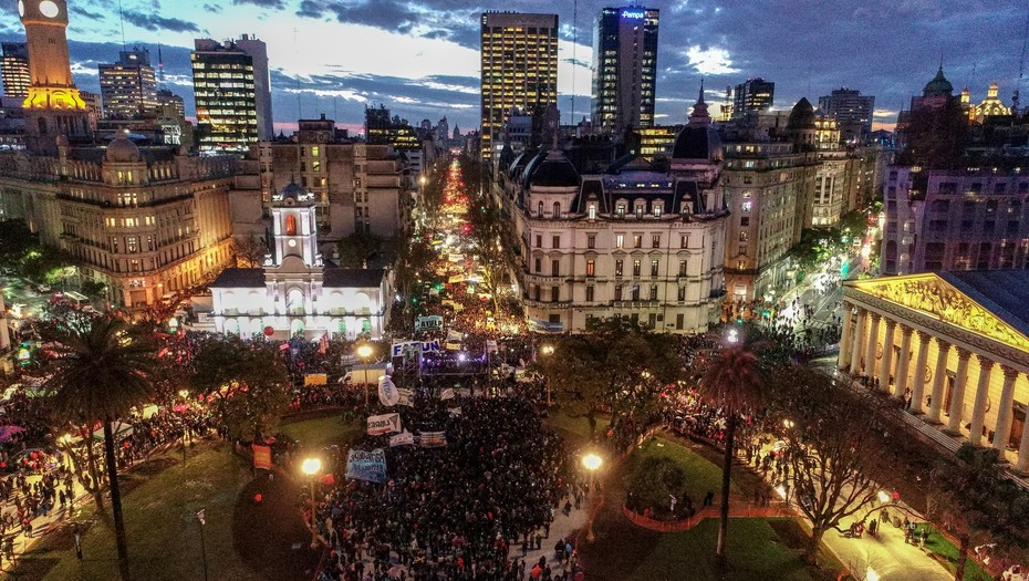 argentina-multitudinaria-marcha-por-la-educacion-publica