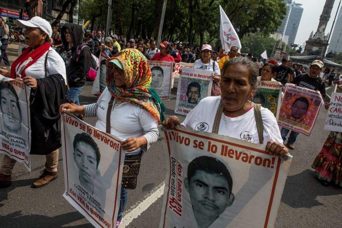 a-cuatro-anos-de-ayotzinapa-familiares-exigen-justicia-y-se-reunen-con-amlo