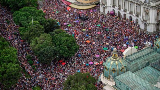 miles-de-mujeres-se-manifestaron-contra-bolsonaro-en-brasil