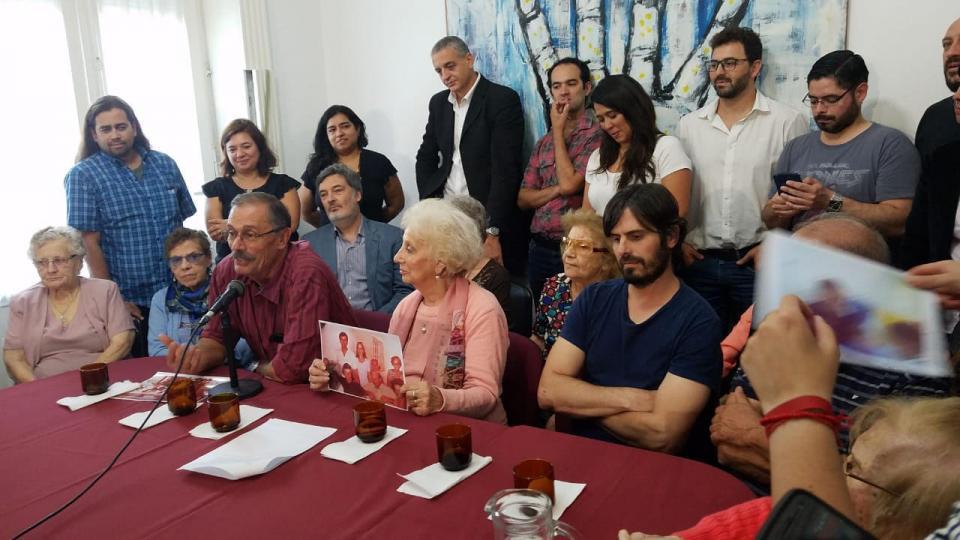 argentina-abuelas-de-plaza-de-mayo-encontro-a-la-nieta-129
