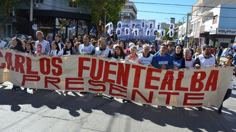 argentina-marcho-por-la-memoria-de-carlos-fuentealba